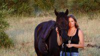 Cheval painthorse noir : MND Tribune Style (par l'étalon black tobiano Tribune), élevage MND painthorse : qualité, nature et magie. Avec Titania Corre