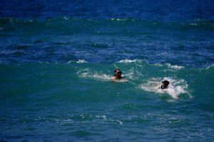 bodysurfing au Portugal : le unschooling en voyage