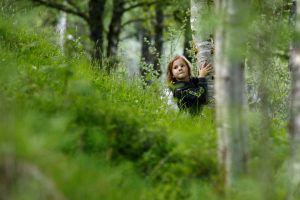 L'enfant et les arbres : l'école de la forêt (unschooling)